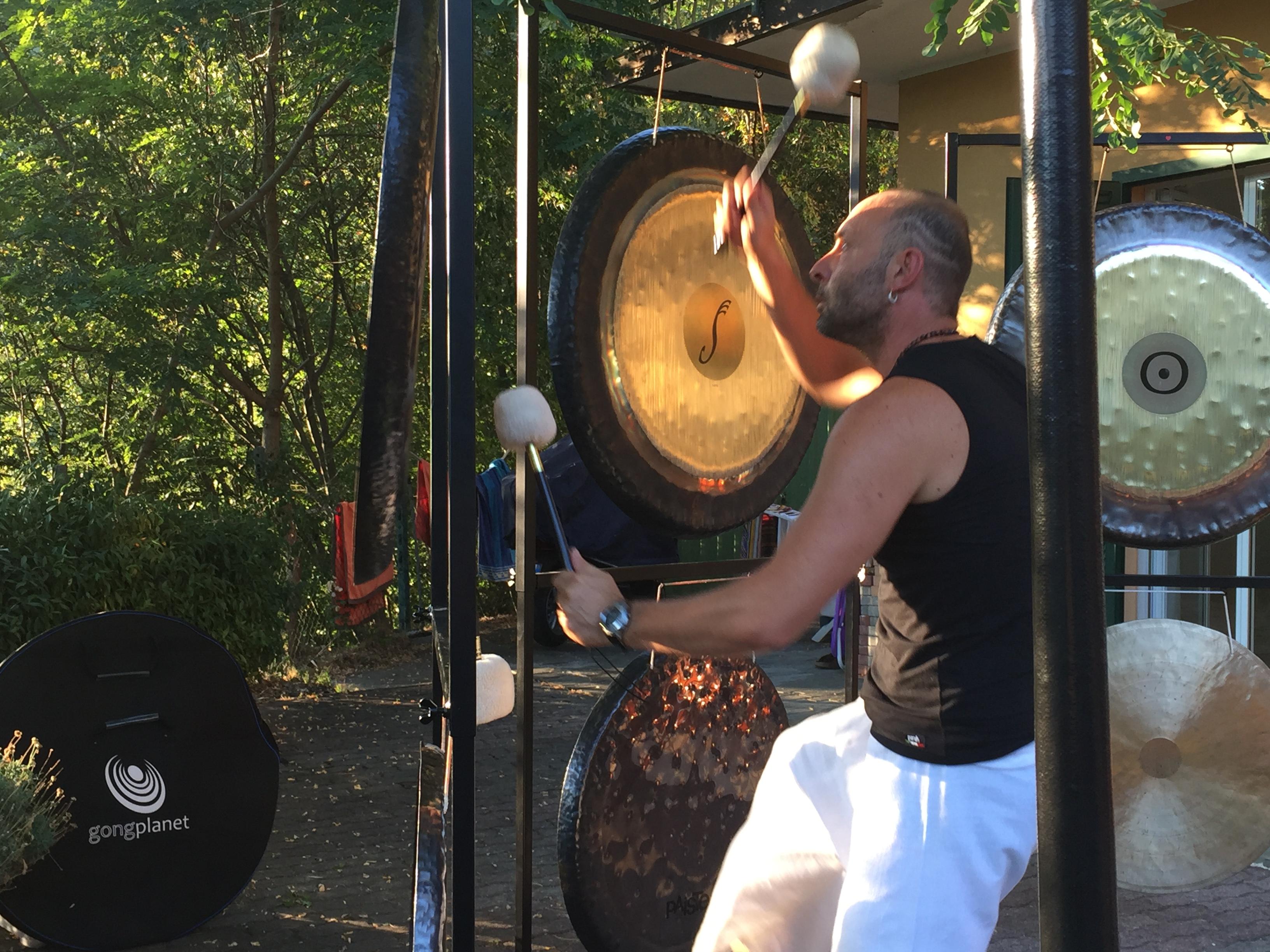 Bagno di gong al centro osho arihant di varazze gong heart - Bagno di gong effetti negativi ...